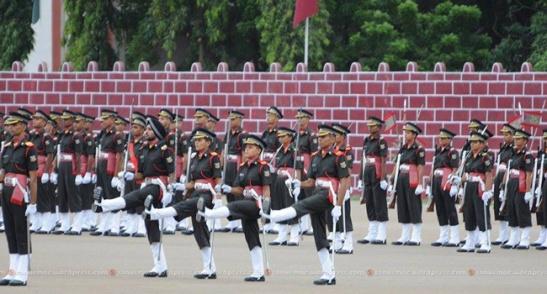 Prize winners(Prapak's) marching smartly towards the saluting dias.
